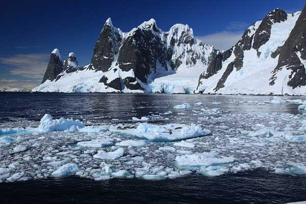 lemaire-channel-antarctica