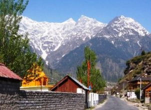 Manali – Deep Valleys and Snow-capped Mountains